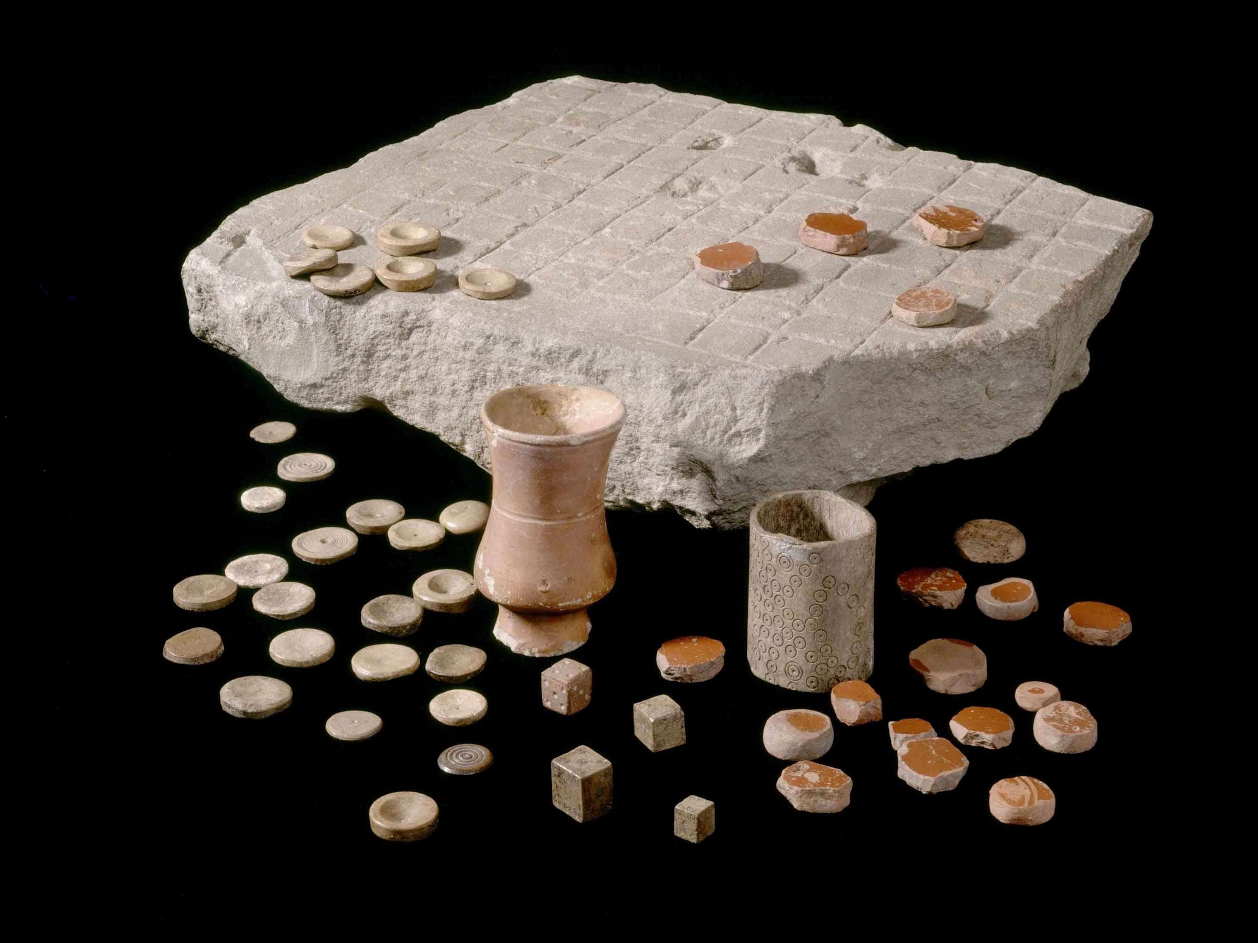 Latrunculi found at Housesteads Roman Fort or Roman Corbridge, complete with pottery counters and dice containers. 2nd-3rd century CE. Corbridge Roman Town and Museum, English Hertitage.